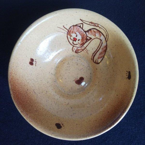 画像1: チェコの手造り陶器皿(ネコ5) (1)